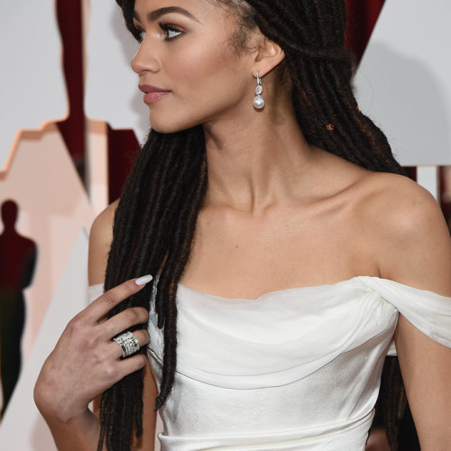 Zendaya Wearing Dreadlocks at Oscars 2015
